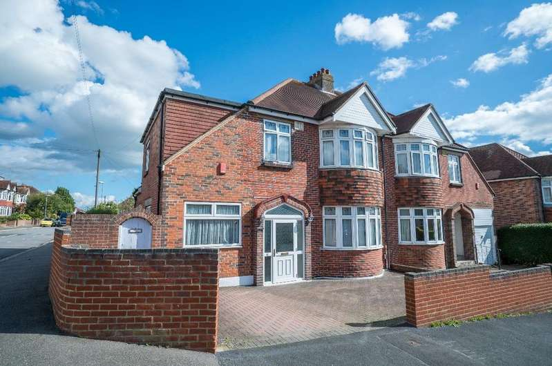 4 Bedrooms Semi Detached House for sale in Widley Road, Cosham, PO6