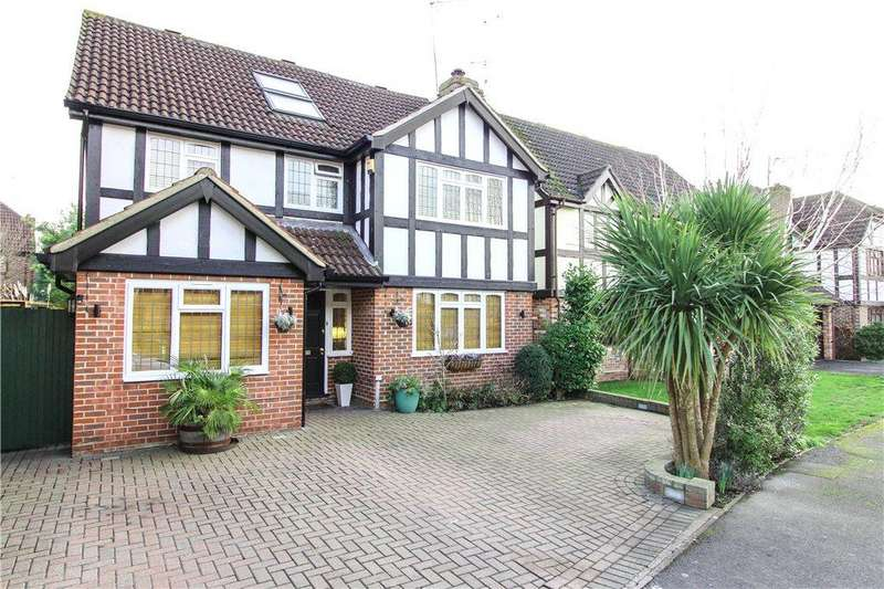 5 Bedrooms Detached House for sale in Burne-Jones Drive, College Town, Sandhurst, Berkshire, GU47