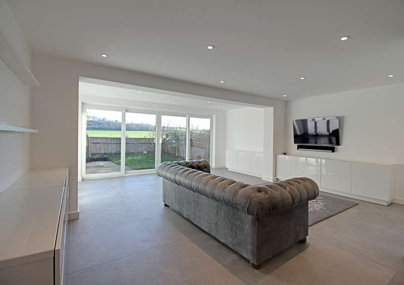 4 Bedrooms Detached House for rent in Temple Lane, Marlow, SL7 1SA