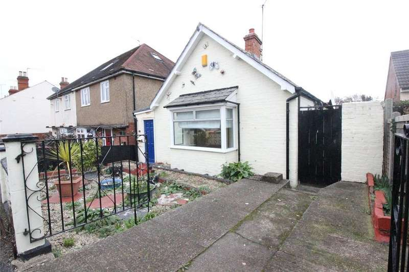 2 Bedrooms Bungalow for sale in Wykeham Road, Reading, Berkshire, RG6