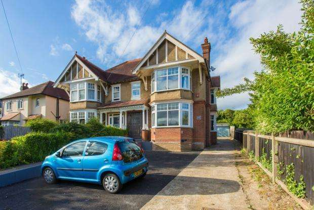 6 Bedrooms Semi Detached House for sale in West Wycombe Road, High Wycombe HP12