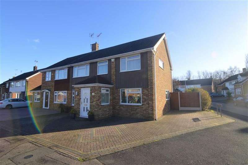4 Bedrooms Semi Detached House for sale in Ravensdale, Basildon, Essex