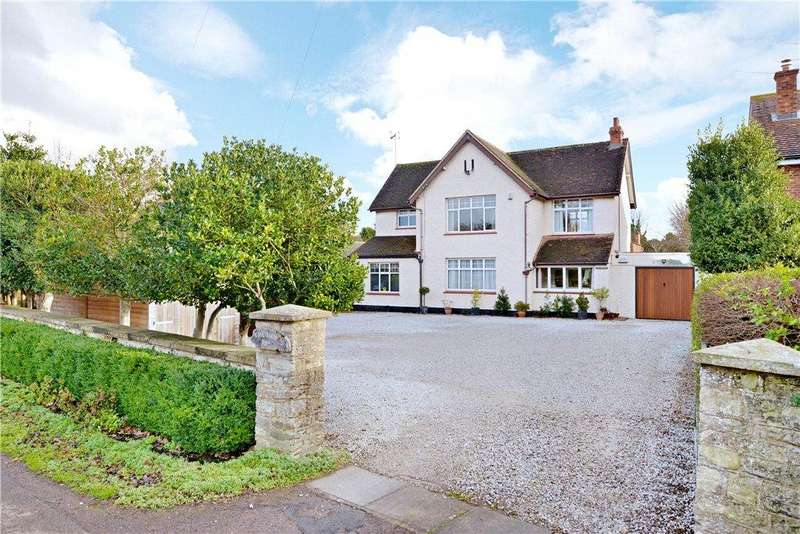 4 Bedrooms Detached House for sale in Wolverton Road, Newport Pagnell, Buckinghamshire