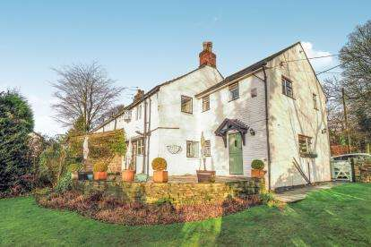 3 Bedrooms End Of Terrace House for sale in Mottram Old Road, Stalybridge, Cheshire, United Kingdom