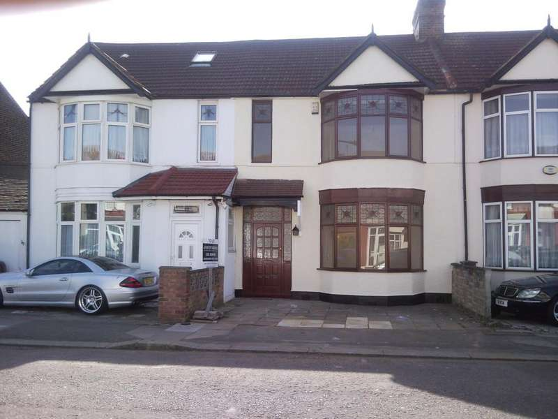3 Bedrooms Terraced House for sale in Vernon Road, Seven Kings, Essex IG3 8DL
