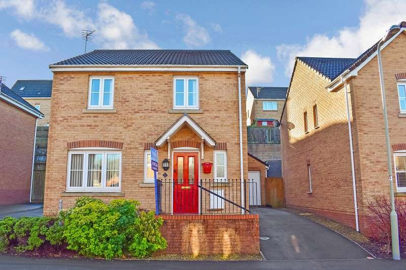 4 Bedrooms Detached House for sale in Kingfisher Road, North Cornelly, Bridgend. CF33 4NZ