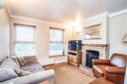 2 Bedrooms Semi Detached House for sale in Primrose Hill, Kings Langley, Hertfordshire