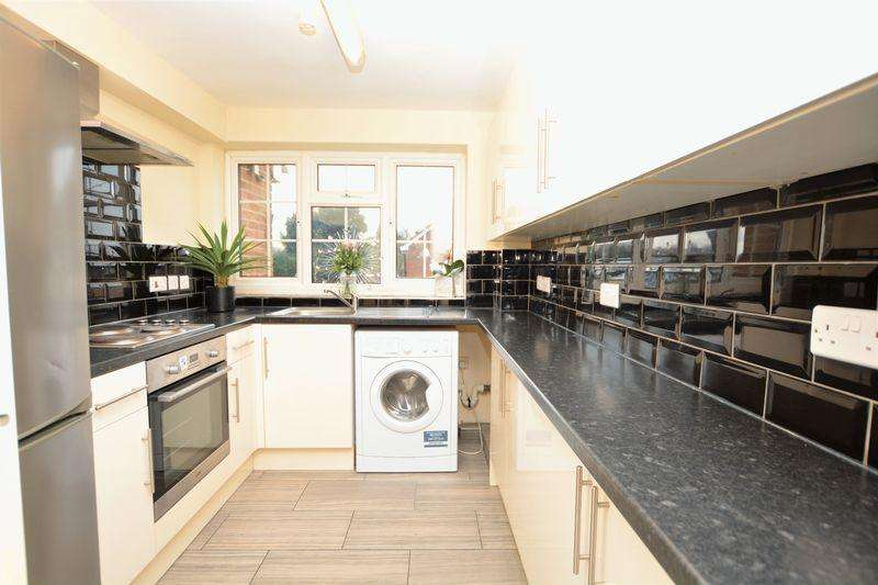 2 Bedrooms Apartment Flat for sale in Shelton Court London Road Langley,