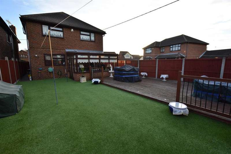 4 Bedrooms Detached House for sale in Holbek Road, Canvey Island