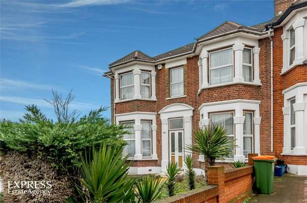 4 Bedrooms Terraced Bungalow for sale in Selborne Road, Ilford, Greater London