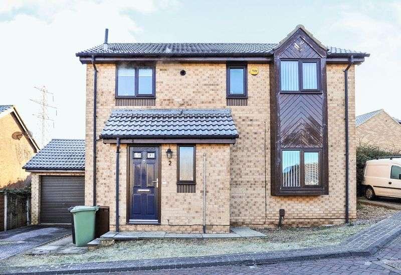 3 Bedrooms Property for sale in Horton Garth, Leeds, West Yorkshire LS13