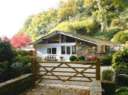 3 Bedrooms Bungalow for sale in St Austell, Cornwall, England