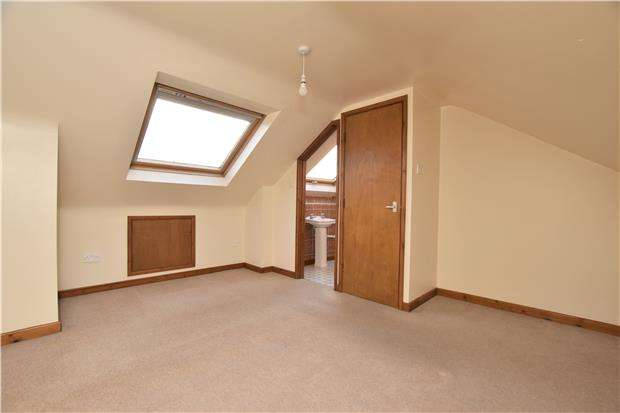 4 Bedrooms Terraced House for sale in Maybec Gardens, St. George, BS5 8TF