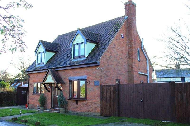 3 Bedrooms Detached House for sale in Stones Green Road, Stones Green