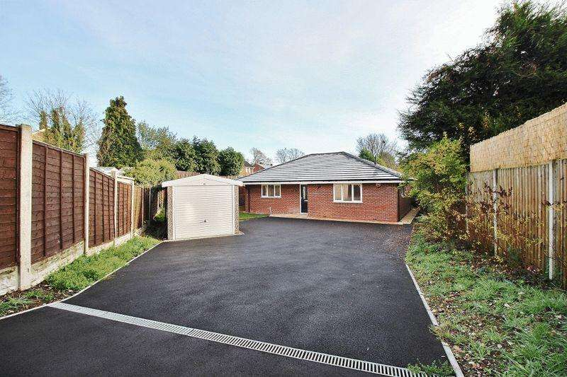 3 Bedrooms Detached Bungalow for sale in Pooles Lane, Willenhall