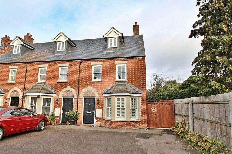 3 Bedrooms End Of Terrace House for sale in Barn Field Close, Biggleswade