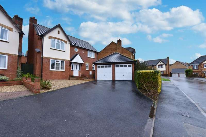 4 Bedrooms Detached House for sale in Ashwood Drive, Yeovil, BA21