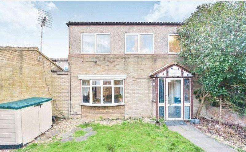 4 Bedrooms Semi Detached House for sale in Broomfield, Stacey Bushes, Milton Keynes