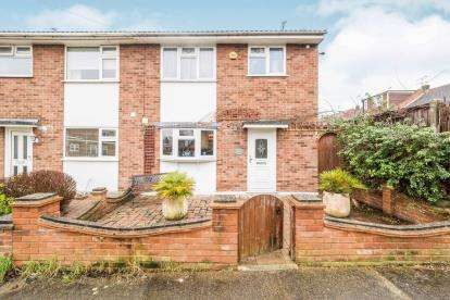 3 Bedrooms Semi Detached House for sale in Corringham, Stanford-Le-Hope, Essex