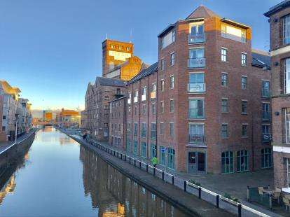 2 Bedrooms Flat for sale in Granary Wharf, Steam Mill Street, Chester, Cheshire, CH3