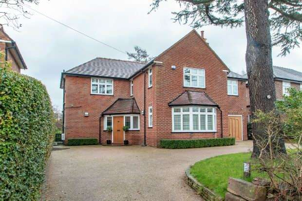 4 Bedrooms Detached House for sale in Carlton Road, Hale