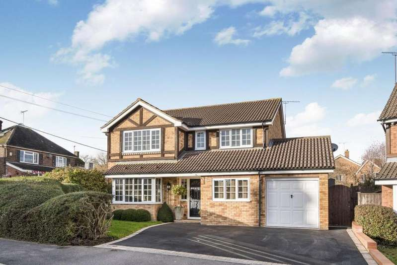 4 Bedrooms Detached House for sale in Pocket Close, Binfield, RG12