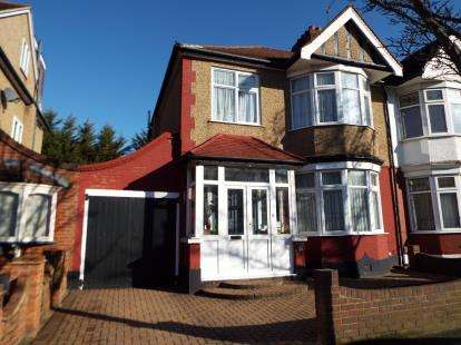 3 Bedrooms Semi Detached House for sale in Barkingside, Ilford, Essex