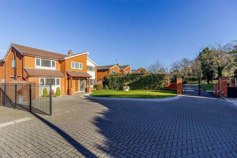 4 Bedrooms Detached House for sale in Sheering Road, Old Harlow, Essex