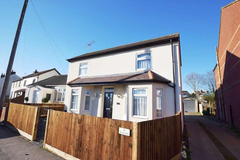 4 Bedrooms Detached House for sale in Lower Farnham Road, Aldershot