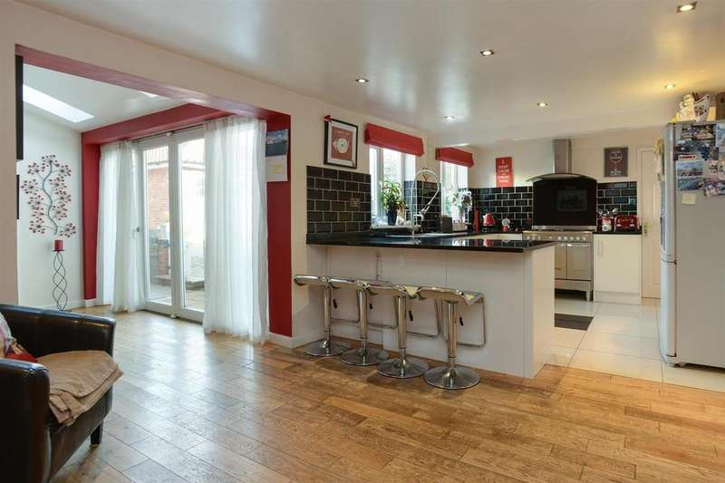 7 Bedrooms Detached House for sale in Main Street, Lambley, Nottingham