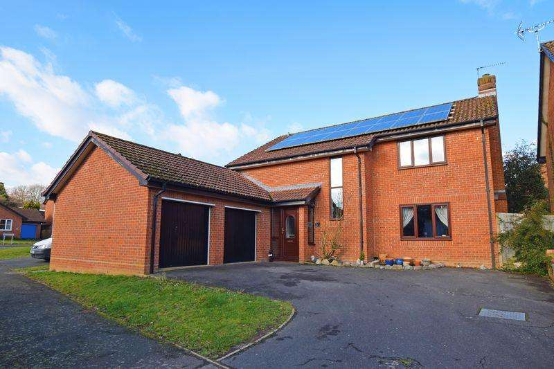 5 Bedrooms Detached House for sale in Ironstone Way, Uckfield
