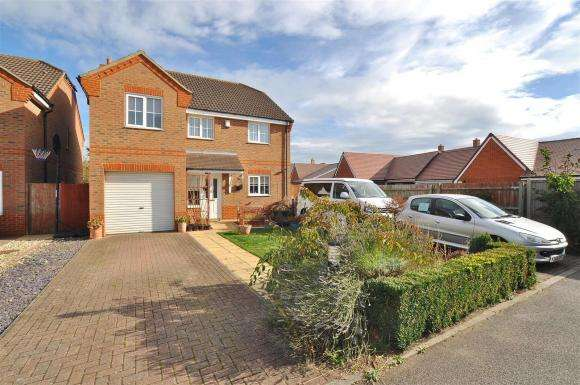 4 Bedrooms Property for sale in Chapel Place, Stotfold, Hitchin