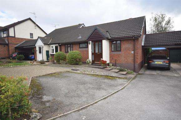 2 Bedrooms Bungalow for sale in New Rhosrobin, Rhosrobin, Wrexham