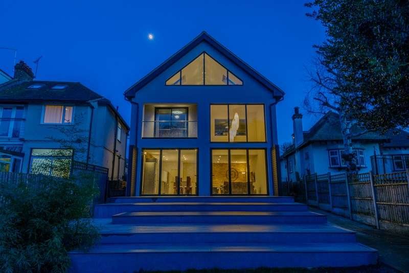 5 Bedrooms Detached House for sale in Wonderful Park Setting, Prittlewell