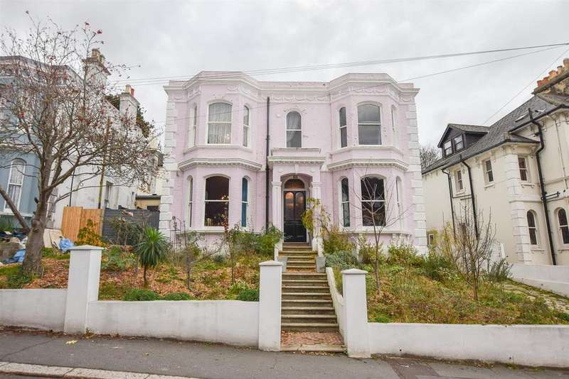 5 Bedrooms Detached House for sale in St. Helens Park Road, Hastings