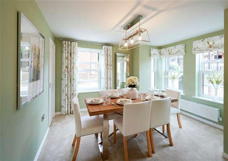 4 Bedrooms Semi Detached House for sale in Byron Avenue, Borehamwood