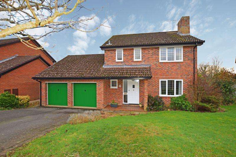 4 Bedrooms Detached House for sale in Ironstone Way, Uckfield