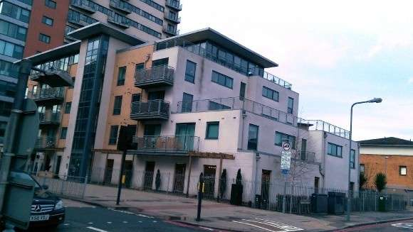 2 Bedrooms Flat for rent in Eastern Avenue, Gants Hill, Ilford