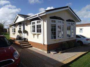 2 Bedrooms Detached House for sale in Countryside Farm Park, Church Lane, Upper Beeding, Steyning