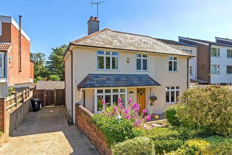 4 Bedrooms Detached House for sale in Bull Stag Green, Hatfield AL9