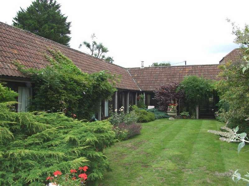 4 Bedrooms Barn Conversion Character Property for sale in Beanacre