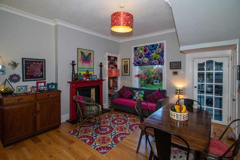2 Bedrooms End Of Terrace House for sale in Muirhead Street, Lochwinnoch