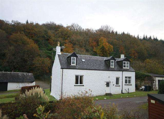 3 Bedrooms Cottage House for sale in Carrick View, West Loch , Tarbert, PA29 6YF