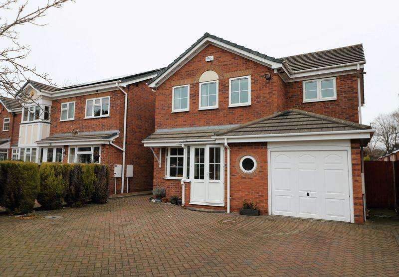 4 Bedrooms Detached House for sale in St Catharines Close, Walsall