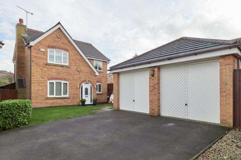 4 Bedrooms Detached House for sale in Barmouth Close, Knypersley. ST8 7XN