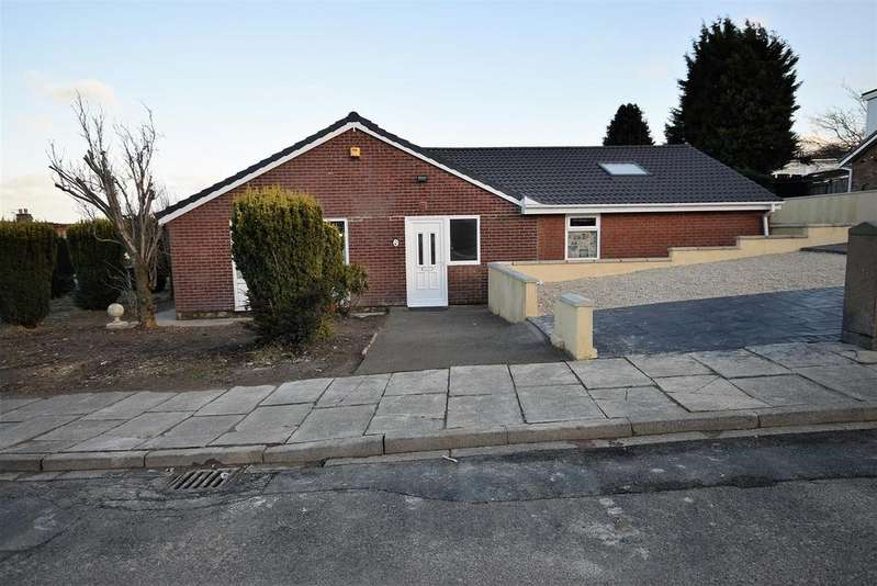 4 Bedrooms Detached Bungalow for sale in Frensham Drive, Bradford