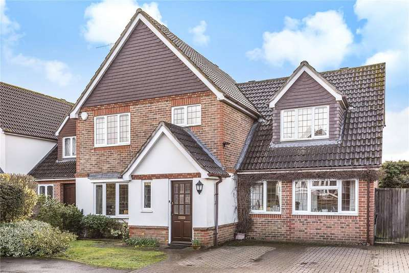 4 Bedrooms Detached House for sale in Goldfinch Close, Aldershot, Hampshire, GU11