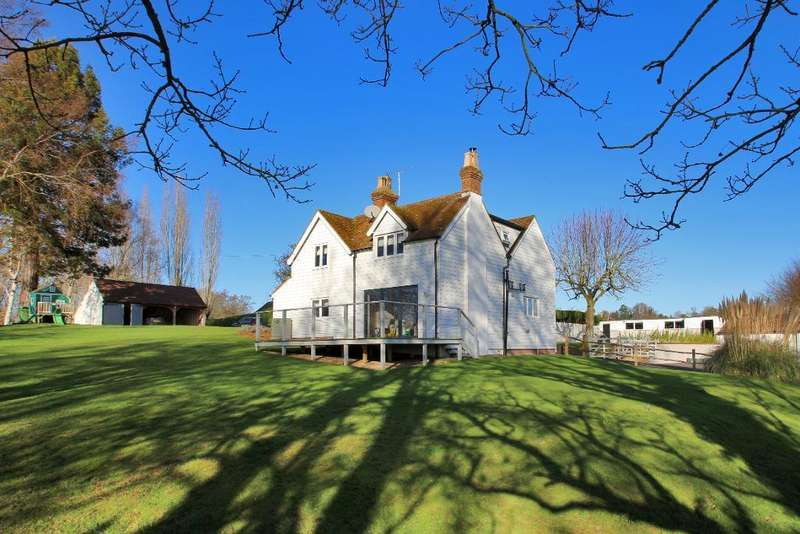 5 Bedrooms Detached House for sale in Hastings Road, Hawkhurst, Kent, TN18 4RT