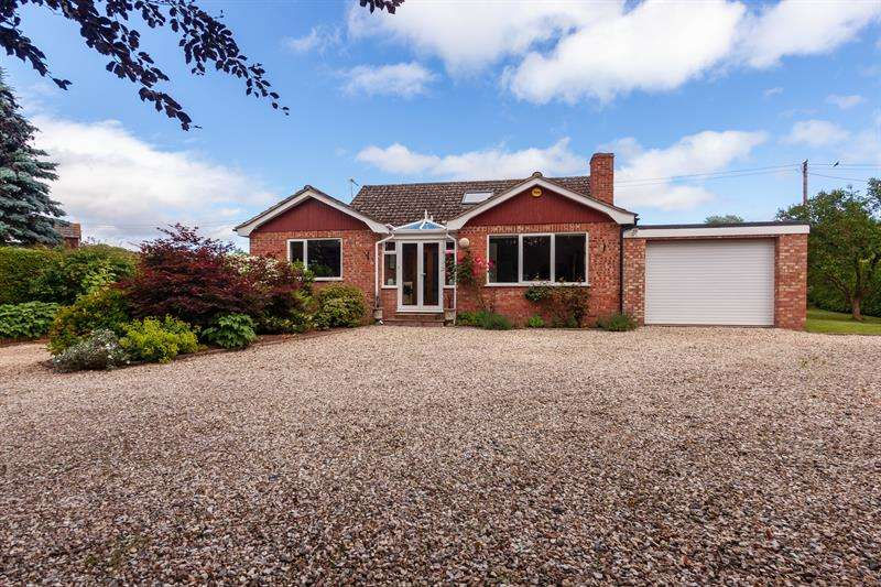 3 Bedrooms Detached House for sale in Holly Bush Lane, Much Birch, Hereford
