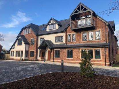 2 Bedrooms Flat for sale in Garswood Manor, Brook Road, Maghull, Liverpool, L31